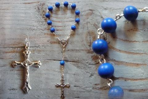 Dans la Tradition les Chapelets des Anges, nommés Dizains ou Dizeniers sont attestés depuis le XIIe siècle. Ils sont un excellent support dans la prière lorsqu'ils sont associés avec les prières de Conjuration des Archanges.