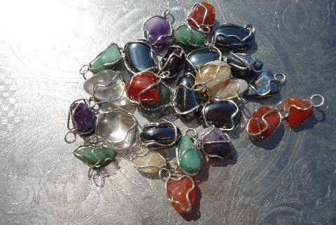 Pour chaque Archange, voici trois modeles différents de pendentifs vibratoires.