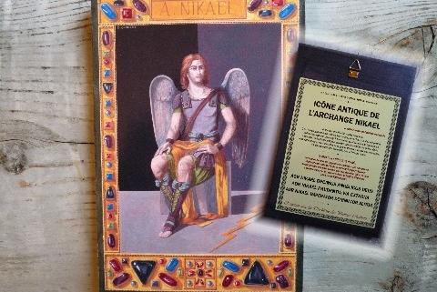 Reproductions sur bois, représentant les Archanges protecteurs. Au dos, est aussi reproduit l'Invocation Antique de l'Archange qui permet de solliciter l'aide du céleste protecteur. Dimensions : 135 x 200 mm.